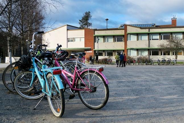 Nästan hela Sandsund skola är satt i karantän.