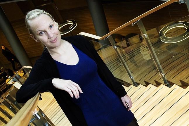 Kommundirektör Malin Brännkärr fortsätter att vara tjänstledig ett år till för att jobba som statssekreterare.