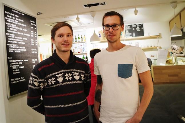 Fredrik Ohls och Staffan Rönn är två av eldsjälarna bakom restaurang Ett rum och kök i Vasa.