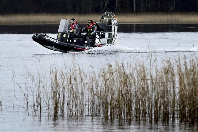 En hydrokopter tar sig fram där varken snöskotrar eller båtar klarar av att ta sig fram och används av räddningsverket och sjöbevakarna.