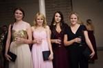 Jarina Leskinen, Cecilia Finnström, Sarah Thors och Emilia Eskola tycker det är roligt att se ansikten på finlandssvenska bloggare som de tidigare inte träffat.