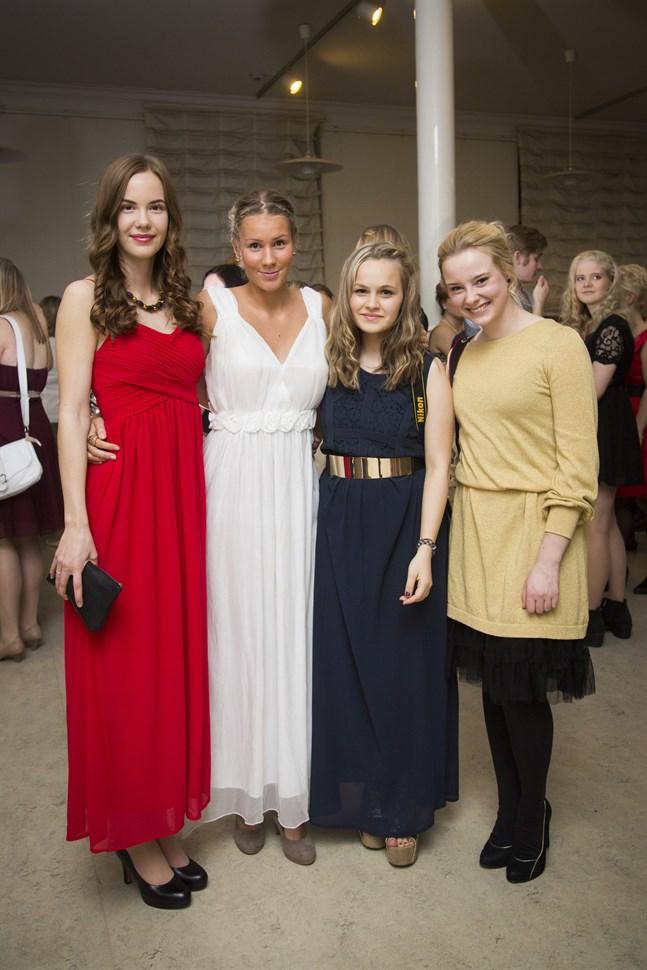 Iisa Smeds, ronja Strömvall, Anna Betlehem och Ella Grangärds.
