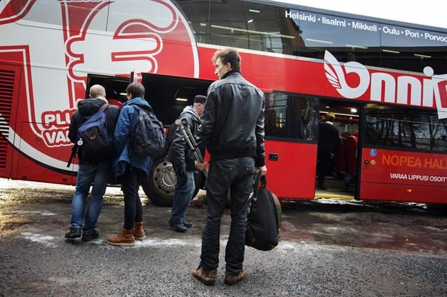 Bussar och tåg får bara ta in halva passagerarantalet i Åbo- och Helsingforsområdet.