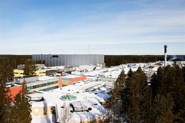 Mirkas fabrik i såväl Jeppo som på övriga orter i Finland stänger på onsdag för att öppnas på nytt den 11 maj. Under tiden är hela personalen permitterad.