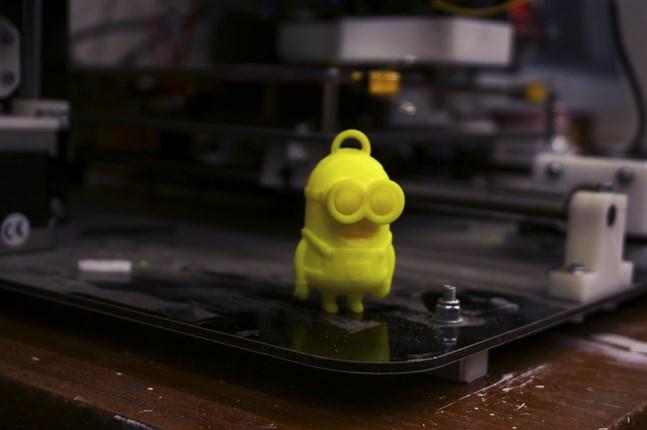 Med en 3D-printer kan man skriva ut nästan vad som helst, som till exempel en minion.