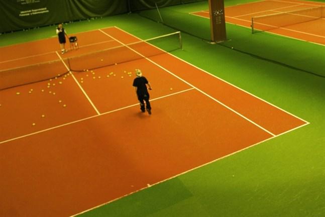 Tennishallen.