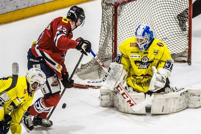 Paavo Hölsä storspelade i gästernas mål. Han noterades för 39 räddningar.