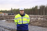 December. Det investeras stort i Ömossa när EPV Vindkraft gav grönt ljus för en vindkraftspark. Harri Rantakivi övervakar bygget.