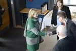 Mars. Dåvarande trafikministern Paula Risikko (Saml) besökte Kaskö hamn för att diskutera järnvägen till staden. Hon tas emot av Marlene Svens, Carl-Gustav Mangs och Kari Häggblom.