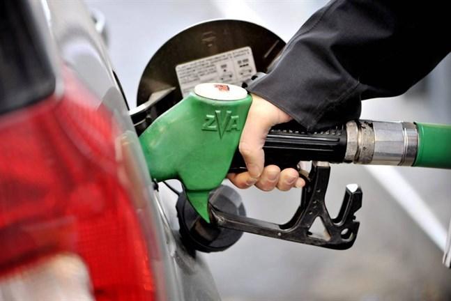 Under sommaren reser fler och det tenderar att driva upp bränslepriset.