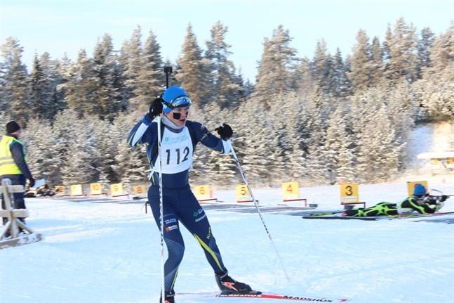 Patrik Kuuttinen sköt och skidade bra i Kauhajoki.