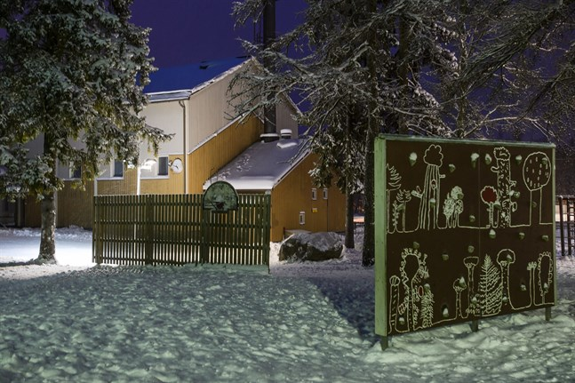 Vestersundsby skola inhyser numera förskolan och årskurserna 1–2.