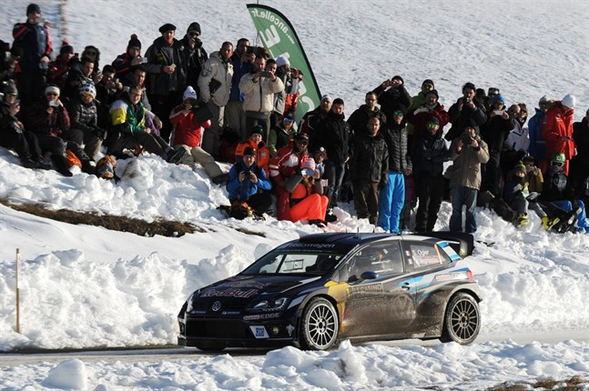 Sebastien Ogier rattar sin Volkswagen Polo i Monte Carlo-rallyts tredje etapp mellan Saint-Leger-les-Melezes och La Batie Neuve.