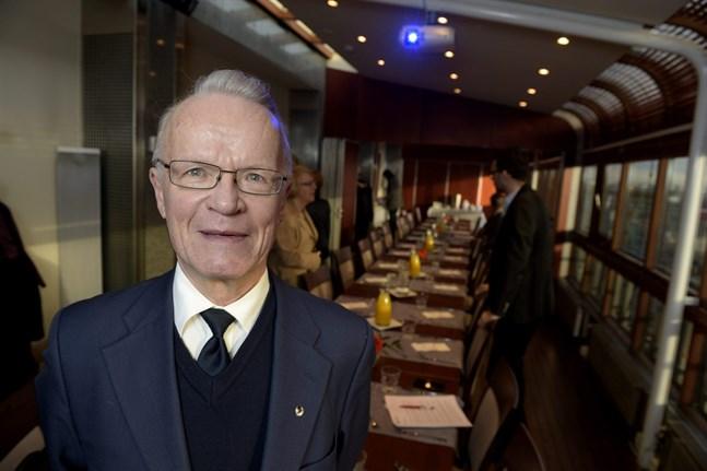 Lauri Tarasti ärexpert på föreningslagen i Finland.