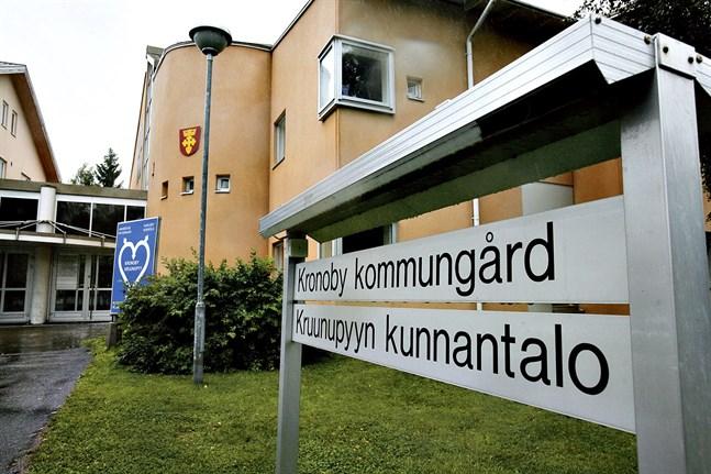 Kronoby kommun rekommenderar starkt att allmänna sammankomster med fler än tio personer ställs in.