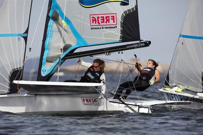 Kurtbay och Kanerva seglade placeringarna 23, 19 och 23 i lördagens guldfinalstarter.