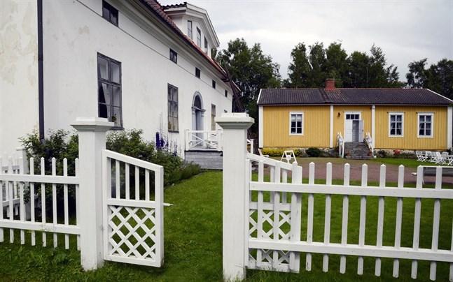 Det blir lugnt på Kuddnäs i sommar, Fältskärns berättelser skjuts fram ett år.