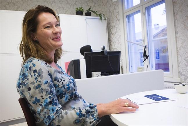 Ann-Maj Björkell-Holm slutar som kulturchef på Kultur-Österbotten/Söfuk. Nio personer har sökt hennes jobb.