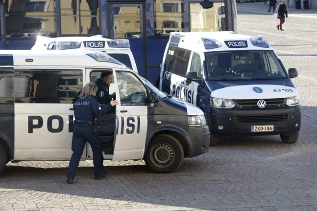 Polisen övar undantagstillstånd i Helsingfors. Bilden är tagen vid ett tidigare tillfälle.