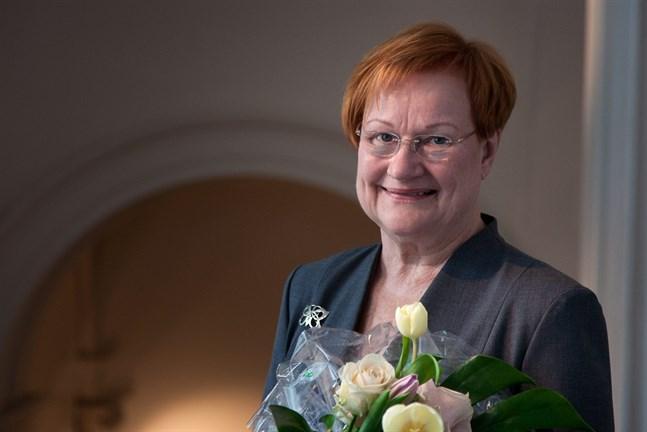 Svenska folkskolans vänner delade ut sina pris, medaljer och vistelsestipendier för år 2016 i Helsingfors på onsdagen. Finlands president Tarja Halonen var en av pristagarna.