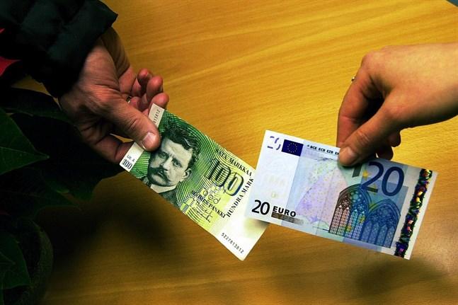 Euron infördes vid sekelskiftet och den har sedan fungerat som en bromsmedicin för vårt land, menar K-G Backholm.