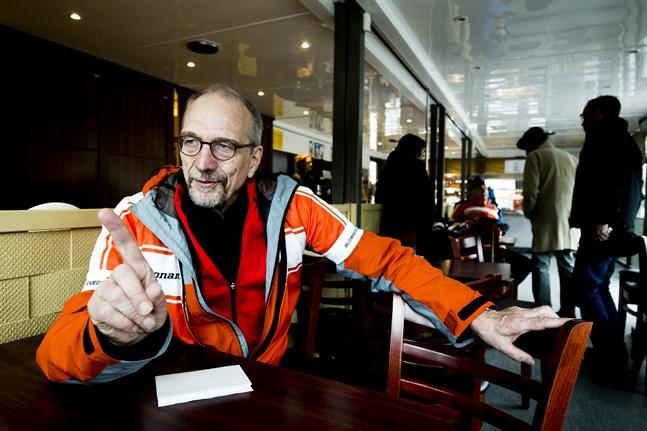 Det är inte ekologiskt hållbart om vi måste börja importera fisk, säger EU-parlamentariker Nils Torvalds. Han ställer sitt hopp till den nationella skarvarbetsgruppen.