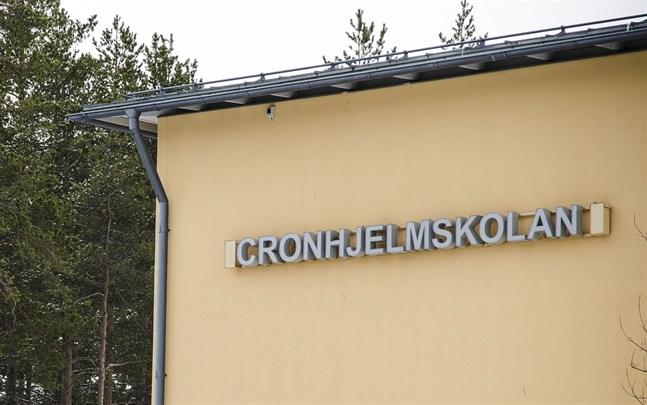 Rektorsfrågan i Cronhjelmskolan har ännu inte nått sitt slut.