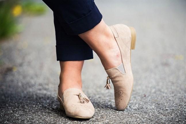 Loafers är trendiga i sommar.