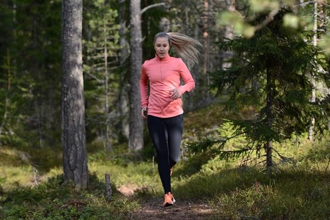 Sommaren är den bästa tiden för löpträning överlag och intervallträning i synnerhet. Det säger PT:n och träningsbloggaren Lena Törnoos.