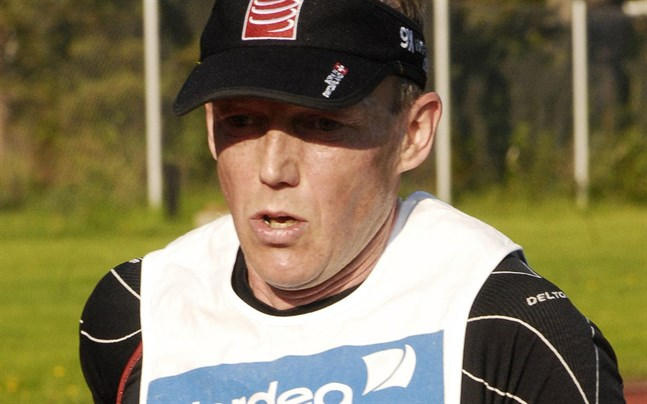Marko Löija på löpbanan i samband med Ärevarvet.