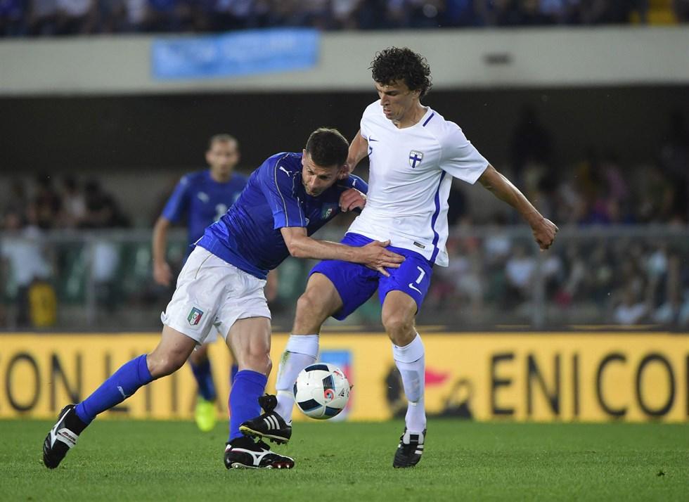 Italien finland inleder fotbolls em