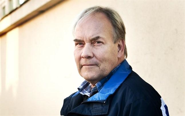 Peter Albäck lämnar alla uppdrag för Centern och skriver ut sig ur partiet.