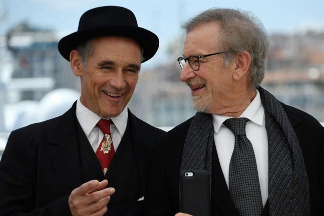 Steven Spielberg(till höger) (R) tillsammans med Mark Rylance.