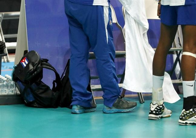 Sammanlagt har den finska polisen under helgen gripit åtta kubanska volleybollspelare i Tammerfors. De misstänks för grov våldtäkt.