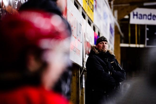 Tomi Joki har spelat heta derbyn mot IFK Lepplax, men får nu uppleva matchen som tränare.