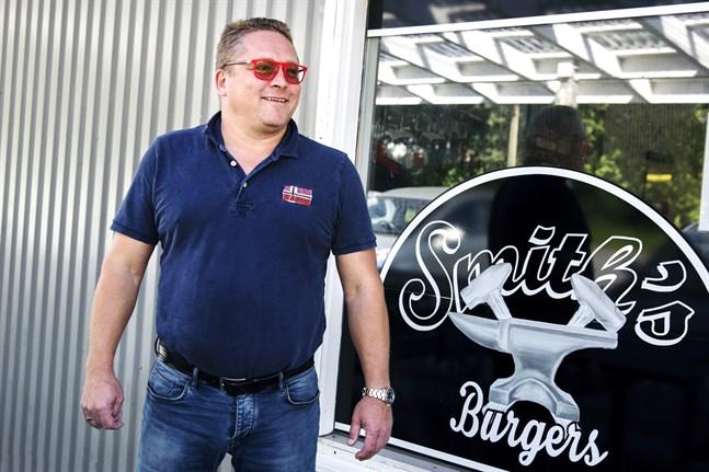 Timo Kuusisto äger fastigheten där Smith's Burgers finns, men en annan företagare hyr fastigheten och driver verksamheten.