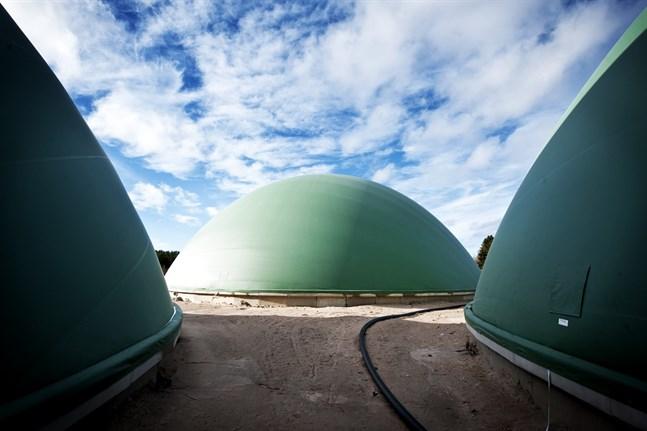 Kommunerna i Jakobstadsregionen vill ta fram förslag på effektiva åtgärder som minskar koldioxidutsläppen. Bilden är från biogasanläggningen i Jeppo.