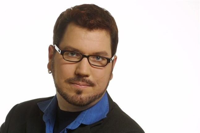 I Vasa var Kaj Heino med och ordnade Pride 2003. Han var ordförande för SETA i Vasa i fem år och hade nu haft motsvarande post i Göteborg. Han syntes även på Pridefestivalen i Jakobstad 2014.