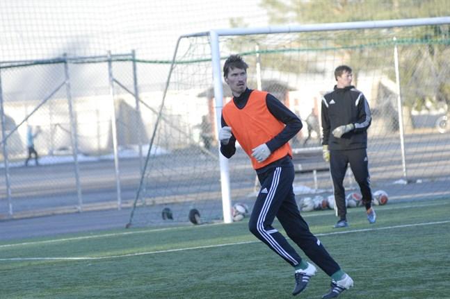 Henri Myntti, tremålsskytt för NoStars.