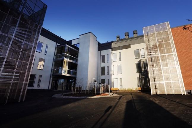 Vasa stad rekommenderar att boende på enheter inom familjeservicen och det sociala arbetet träffar anhöriga utomhus.