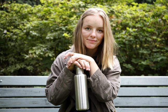 Julia Degerth bär fortfarande med sig påsar och burkar för att minska på skräpet. Men hon har slutat leva enligt zero waste-principen.