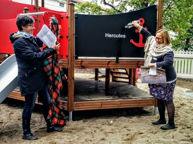 För 4 år sedan invigdes den uppiffade lekparken av stadsdirektör Kristina Stenman som gav fartyget namnet Hercules. Gretchen Back-Storvist från Folkhälsan var med som vittne.