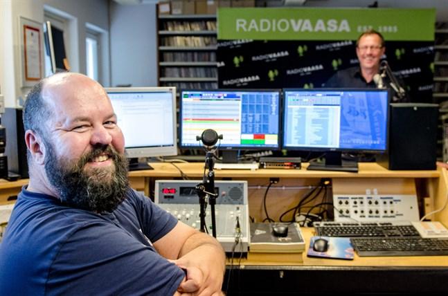 Anssi Marttinen är både programledare och vd för Radio Vasa.