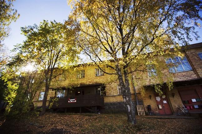 Den gamla Tvålfabriken i Brändö är i dåligt skick, men kan den ändå bevaras helt eller delvis? Det frågar förvaltningsdomstolen.