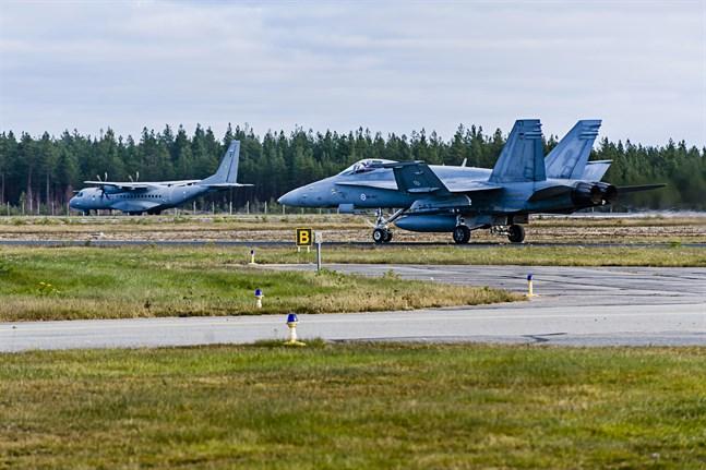 Just nu pågår Ruska 19, Flygvapnets storövning. Bilden är tagen på Kronoby flygplats.