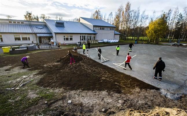 Kyrkostrands skola konkurrerar nu med Vestersundsby om vilka skolval föräldrarna till de yngsta eleverna gör.