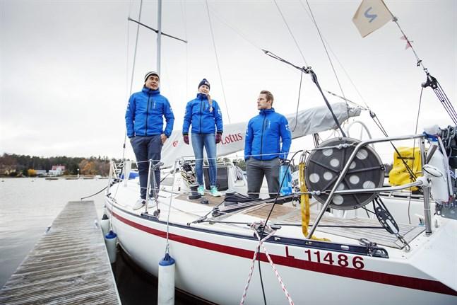 Michael Wahlroos, Nina Korpisaari och Christian Sundman har seglat klart i Vasa skärgård för den här säsongen. Nu väntar en seglats över Atlanten.