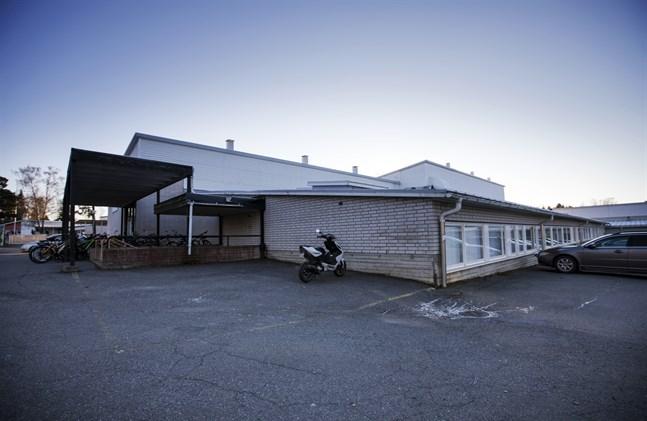 Korsholms högstadium ska snart fyllas med elever igen. Det är en av de skolor där det är trångt.