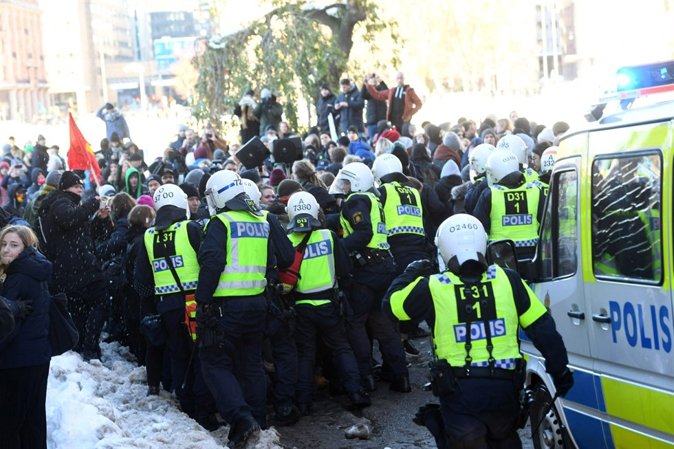 Nazistdemonstration i stockholm polis skadad