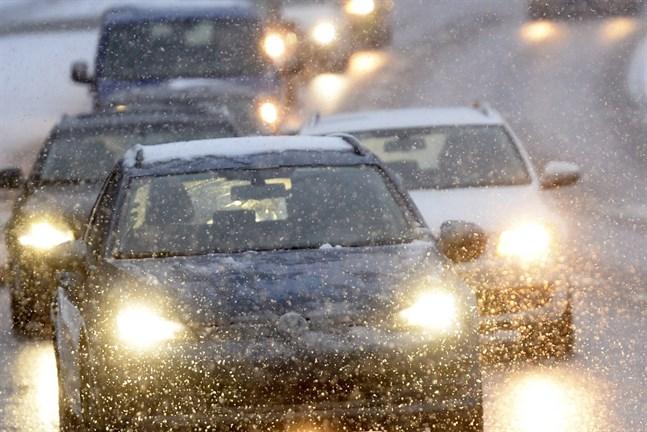 Snöslasket ställde till det i Jakobstadsregionen under fredagsmorgonen.